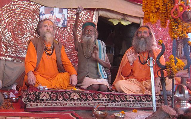 """""""Amar Bharti at Baba Rampuri's dhuni"""""""