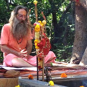 Baba Rampuri invocations at the dhuni