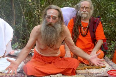 baba-rampuri-reads-autobiography-sadhu
