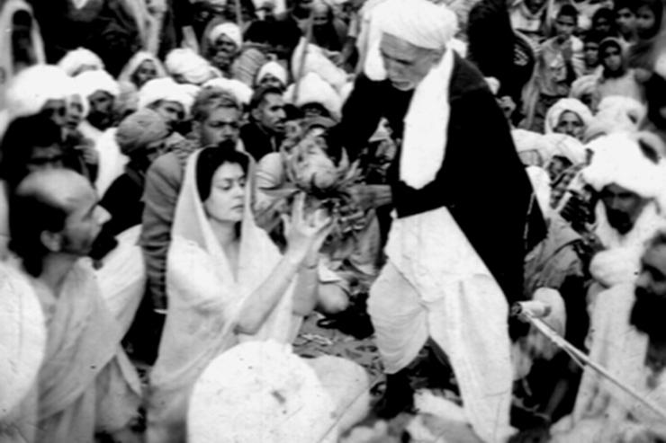 gayatri devi performs shiva shakti yajna with Hari Puri Maharaj